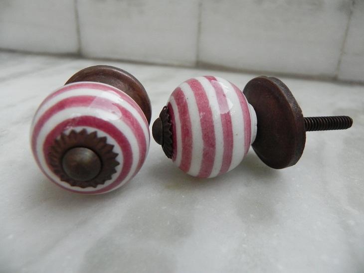 Maroon Swirl Knob, Small