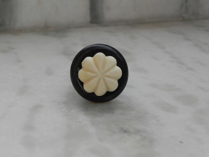Round B&C small knob
