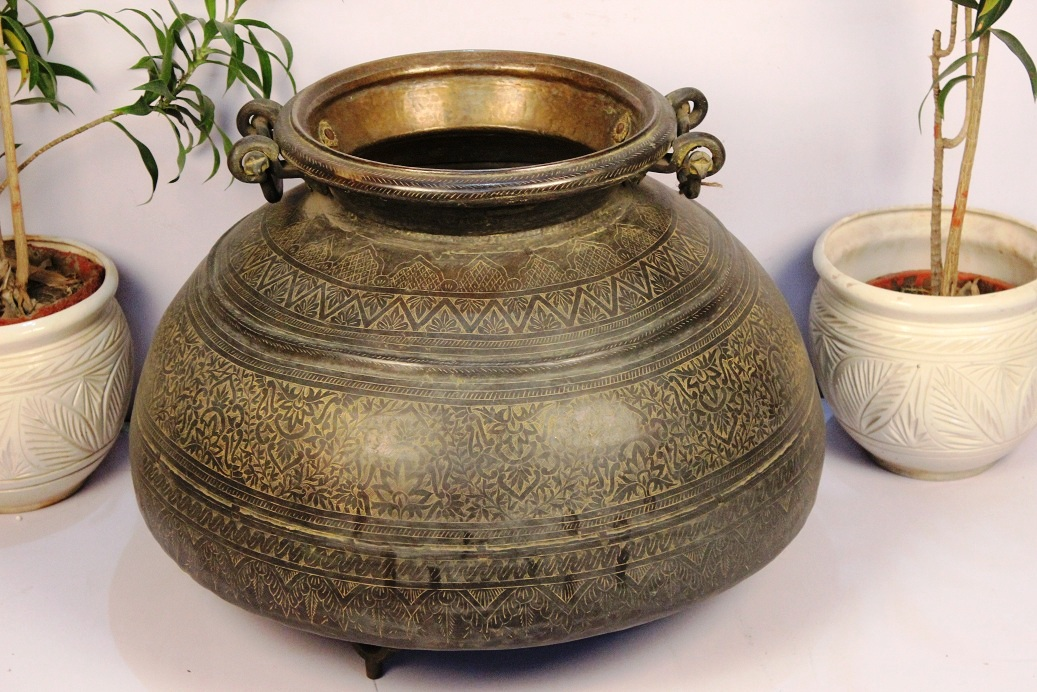 Bronze planter-23 x 28.5 inches