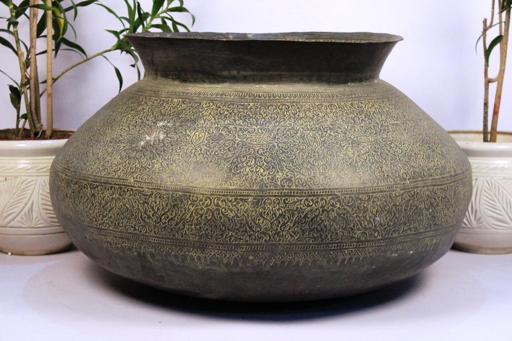 Bronze planter-19.5 x 33 inches
