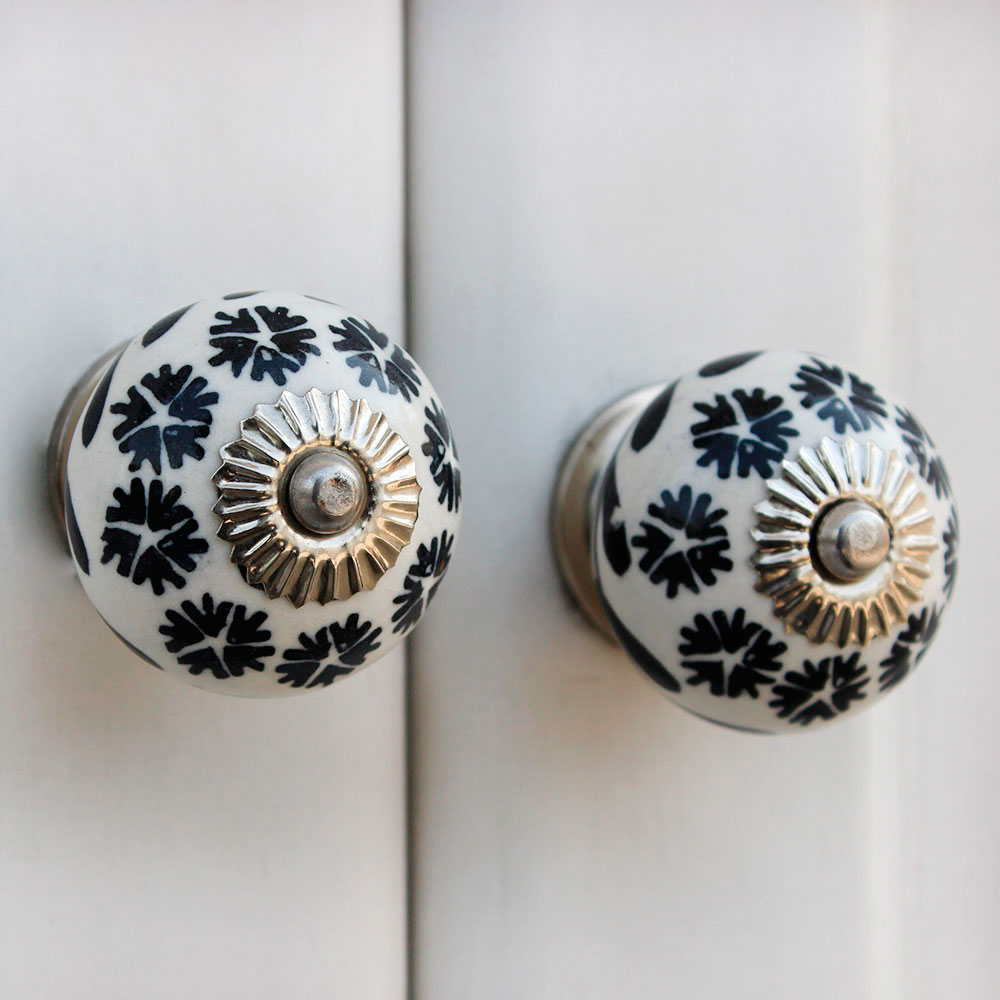 Black Tiny Flower Ceramic Knob