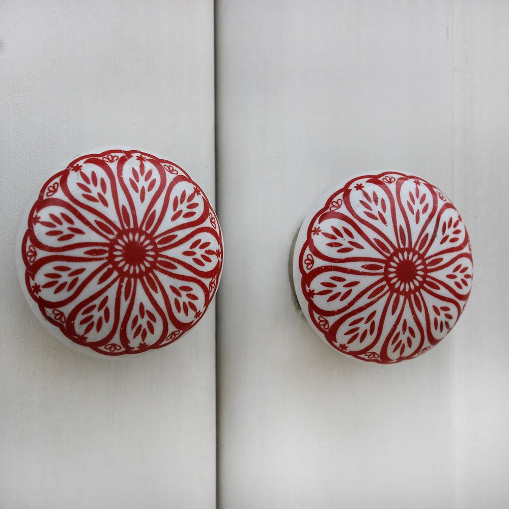 Red Daisy Flat Knob