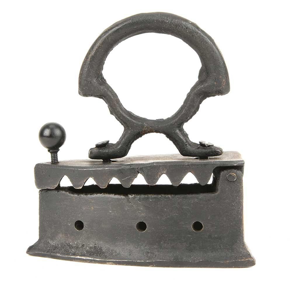 Vintage Coal Sad Iron Press Iron Tone Pot Metal with Small Latch