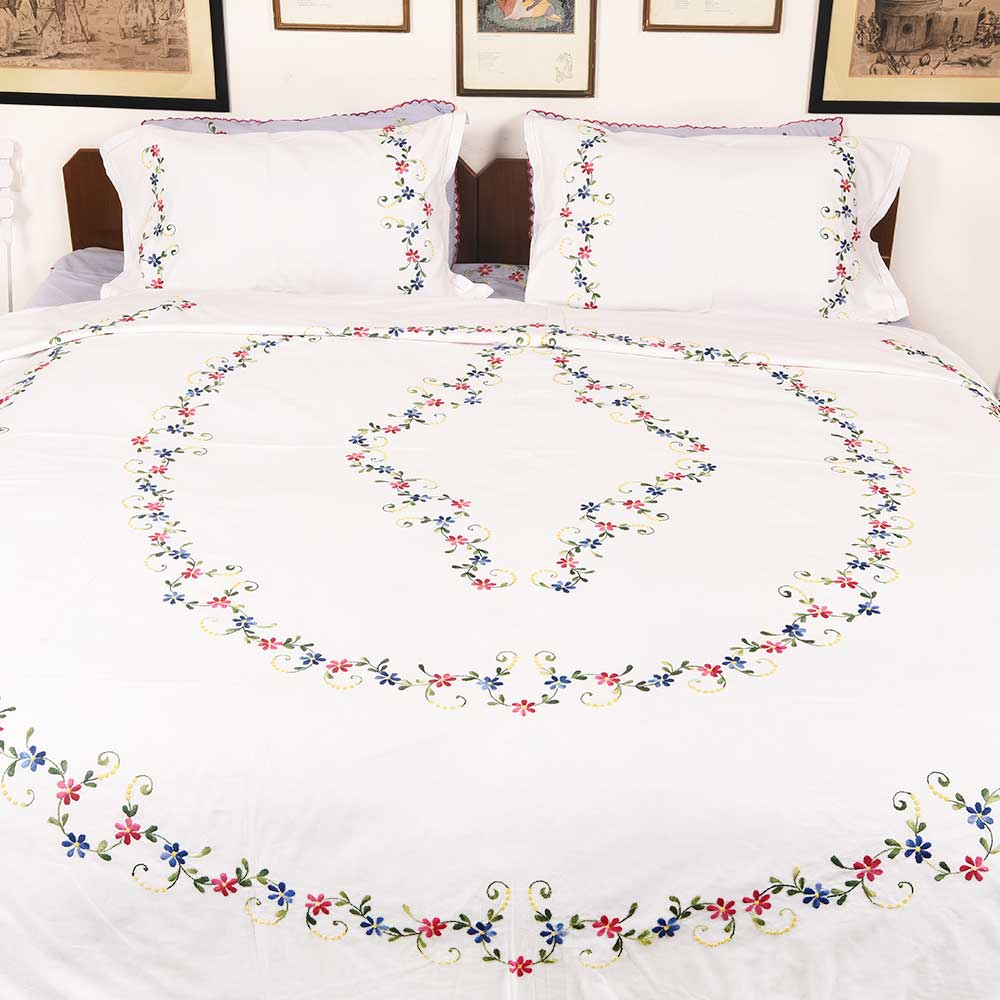 Red Blue Petals Hand Embroidered Duvet Cover+2 Pillow Covers