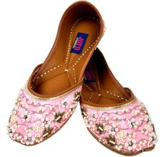 Light Pink Decorative Embroidered Juttis