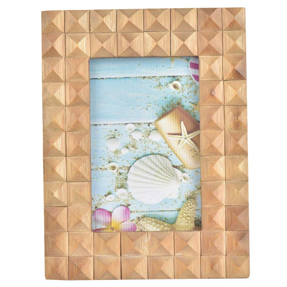 Wooden Raised Diamond Raised Patterns On Rectangular Photo Frame