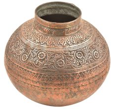 Flower Design Embossed On The Upper Part Of The belly Of The Pot