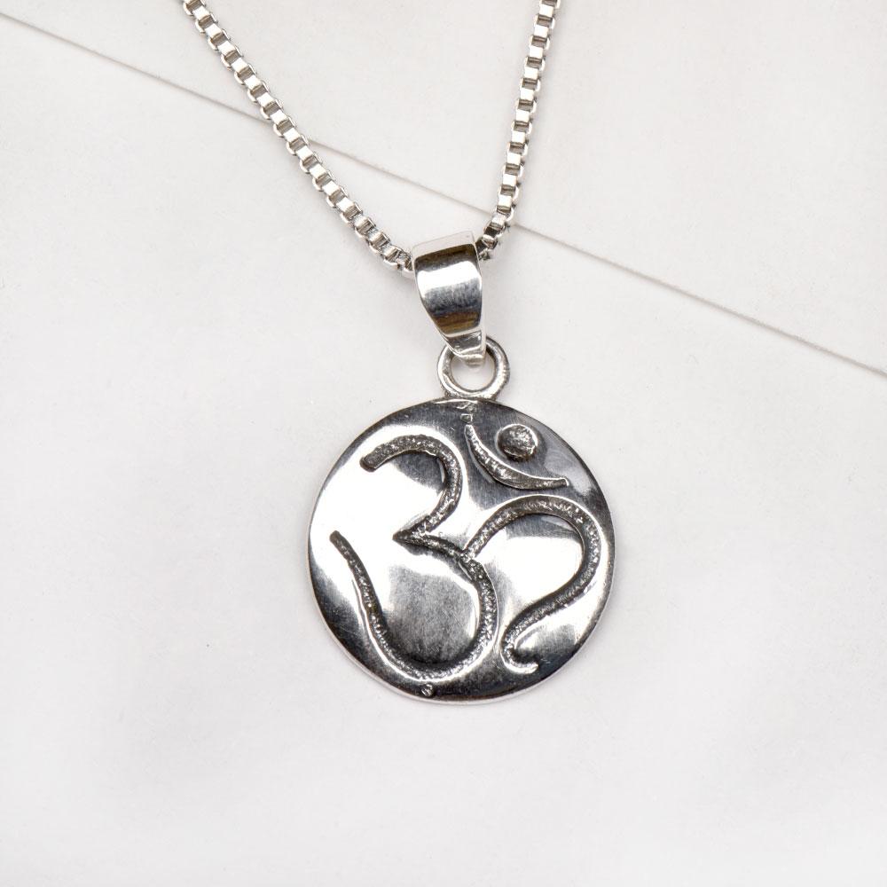 92.5 Sterling Silver Aum Sanskrit Yoga Medallion Pendant In Circle Disc